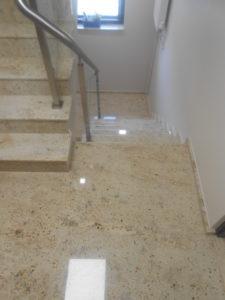 Marmurowe schody wewnętrzne