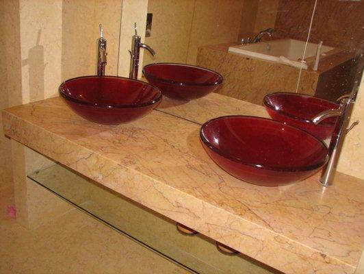 Kamienny blat w łazience